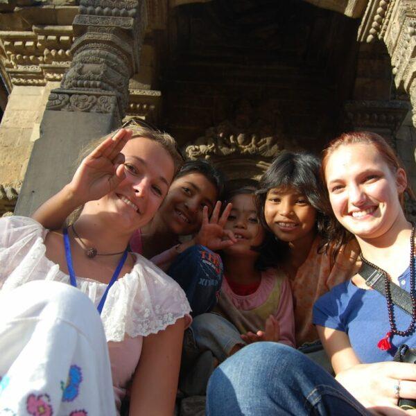 Volontäre beim interkulturellen Austausch Nepal