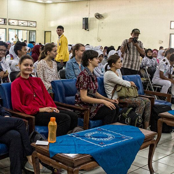 Voluntärin im Universität Projekt auf Java oder Sulawesi