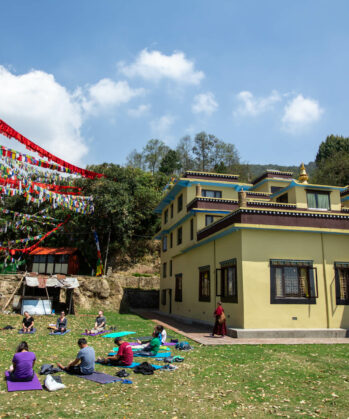 Yoga-Session im Nonnenkloster in Nepal